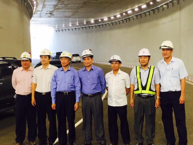 Bộ giao thông và lãnh đạo Chủ đầu tư kiểm tra kỹ thuật trước ngày thông xe hầm ngã 3 Vũng Tàu - Hệ thống chiếu sáng