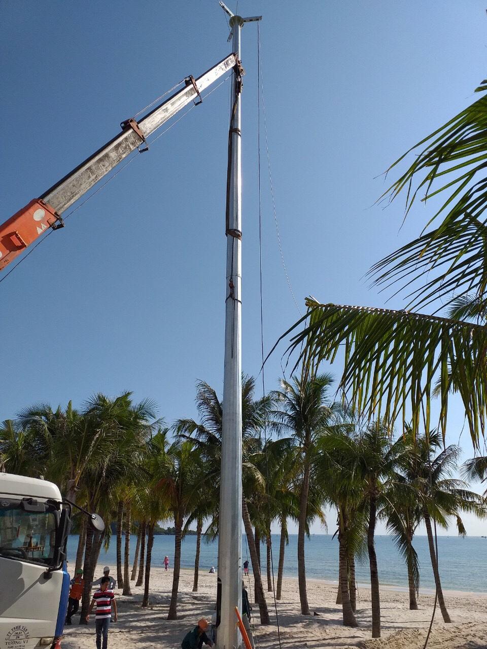 Kỹ thuật Đại Thắng hỗ trợ khách hàng lắp dựng trụ 20m tại Phú Quốc