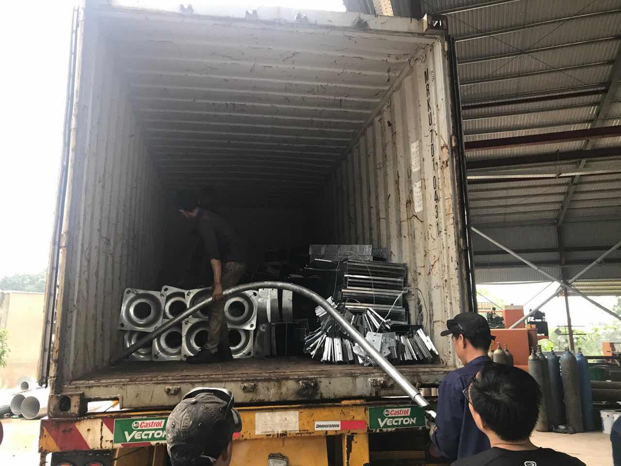 Hàng lên Container xuất khẩu qua Myanmar
